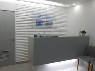CONSULTORIO HOSPITAL ESPECIALIDADES:  de estilo  por PUNTO FOCAL DISEÑO+ARQUITECTURA