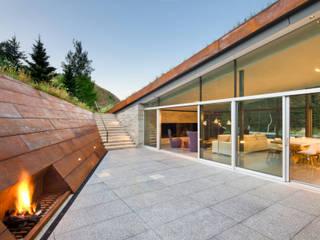 Parfaite intégration au paysage et à la nature Moderner Balkon, Veranda & Terrasse von Ecologic City Garden - Paul Marie Creation Modern