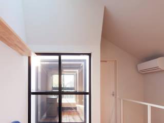 カーテンのない家 モダンデザインの リビング の 株式会社KAMITOPEN一級建築士事務所 モダン
