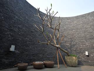 Hiên, sân thượng by 黃耀德建築師事務所  Adermark Design Studio