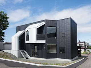 Four Decks: 富谷洋介建築設計が手掛けた家です。