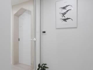 Corridor & hallway by 홍예디자인, Scandinavian