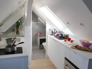 Rue des Canettes: Cuisine intégrée de style  par Atelier Sylvie Cahen