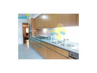 Dapur built in oleh Clix Mais