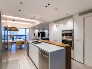 Built-in kitchens by Design Group Latinamerica, Modern