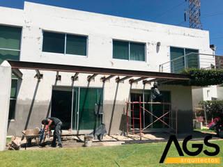 """PROYECTO """"LA VENTA"""":  de estilo  por AGS Arquitectos"""