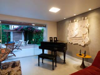 Salas de estilo  por Bernal Projetos - Arquitetos em Salvador