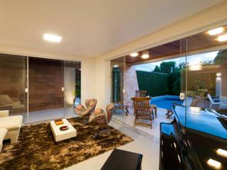 Living room by Bernal Projetos - Arquitetos em Salvador