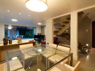Dining room by Bernal Projetos - Arquitetos em Salvador