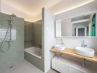 Can Fabregas : Baños de estilo  de LaBoqueria Taller d'Arquitectura i Disseny Industrial