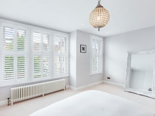 A Wonderfully Pristine Home in Battersea Plantation Shutters Ltd Chambre moderne Bois Blanc