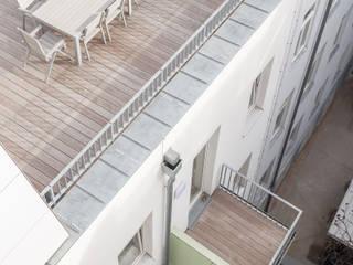 SOCKELSANIERUNG MIT DACHAUSBAU 1150 WIEN:  Mehrfamilienhaus von aichberger architektur ZT