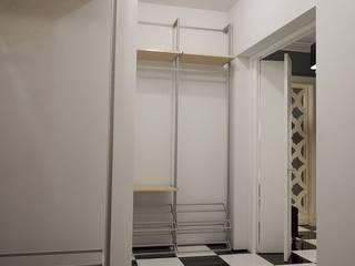 Couloir, entrée, escaliers modernes par студия Design3F Moderne