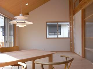 松戸市高塚の家: 麻生英之建築設計事務所が手掛けたリビングです。