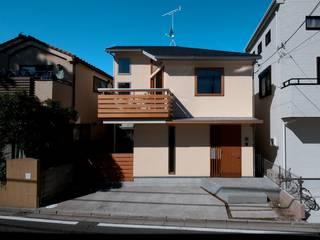 松の見える家: 麻生英之建築設計事務所が手掛けた木造住宅です。