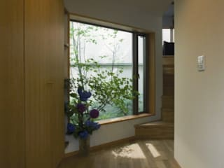 目黒の家: 麻生英之建築設計事務所が手掛けた廊下 & 玄関です。