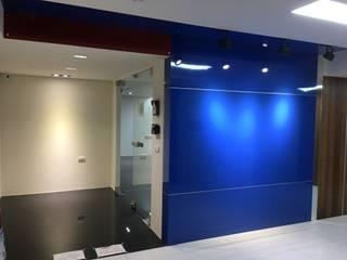 Puertas modernas de houseda Moderno