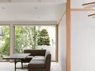 リビング: atelier137 ARCHITECTURAL DESIGN OFFICEが手掛けたリビングです。