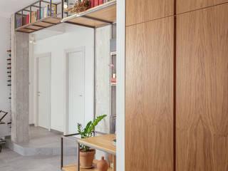 Casa Ca_Sa Ingresso, Corridoio & Scale in stile industriale di manuarino architettura design comunicazione Industrial