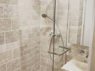 Salle d'eau en pierre de Travertin C'Design architectes d'intérieur Salle de bain classique