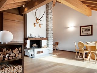 RISTRUTTURAZIONE APPARTAMENTO IN MONTAGNA Soggiorno in stile scandinavo di Studio Architettura Macchi Scandinavo