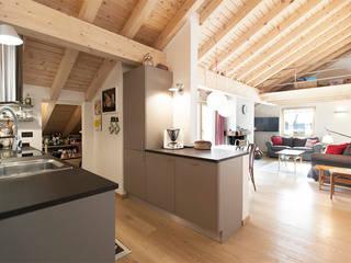 RISTRUTTURAZIONE APPARTAMENTO IN MONTAGNA Cucina in stile scandinavo di Studio Architettura Macchi Scandinavo