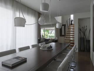 Casa CS: Sala da pranzo in stile in stile Moderno di GIAN MARCO CANNAVICCI ARCHITETTO