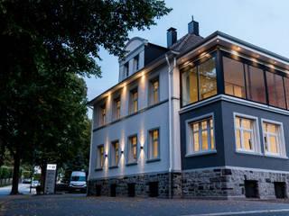Bureaux de style  par FH-Architektur, Classique