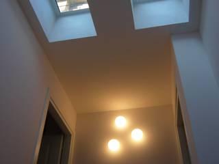 RISTRUTTURAZIONE APPARTAMENTO A MILANO Finestre & Porte in stile moderno di Studio Architettura Macchi Moderno