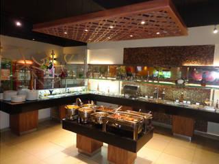 Restaurante Espaços gastronômicos rústicos por ANDREA PINTO DE ALMEIDA ARQUITETURA E CONSTRUÇÃO Rústico