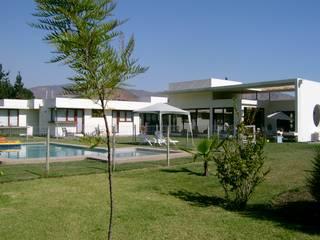 AOG Casas de estilo mediterráneo Hormigón Blanco