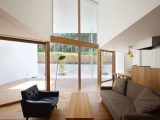藤原・室 建築設計事務所 Scandinavian style living room Wood Brown