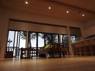 H. Villa 现代客厅設計點子、靈感 & 圖片 根據 CPh ARCh 現代風