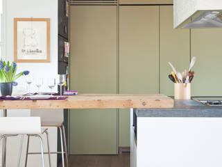 Casa OF: Cucina attrezzata in stile  di Lula Ferrari Architetto