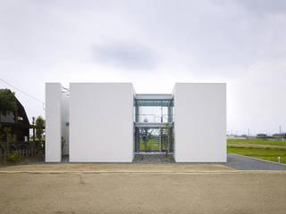 Minimalist houses by 小松隼人建築設計事務所 Minimalist