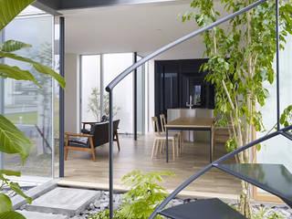 松前の家: 小松隼人建築設計事務所が手掛けたサンルームです。