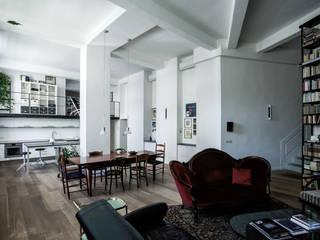 CASA RS: Sala da pranzo in stile  di Lula Ferrari Architetto