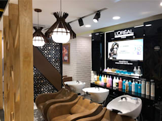 Looks Salon Interior Design Project:  Commercial Spaces by Just Interio Pvt. Ltd