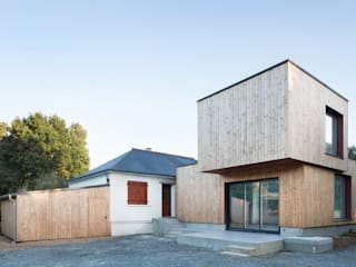 Façade Sud: Maison individuelle de style  par DESarchitecture