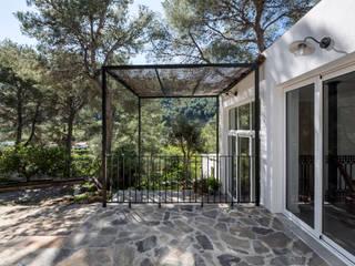 Home in Alzira tambori arquitectes Mediterranean style houses White