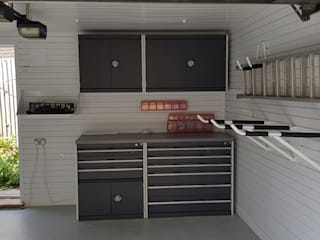 Garageflex Garage Transformation in Chalfont St Giles, Buckinghamshire by Garageflex Класичний