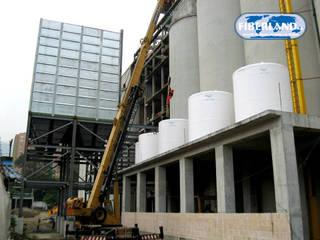 FIBERLAND S.A. - TANQUES PARA ALMACENAMIENTO Escuelas de estilo industrial