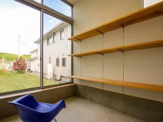架け橋の家: STaD(株式会社鈴木貴博建築設計事務所)が手掛けた書斎です。