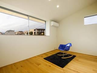 架け橋の家: STaD(株式会社鈴木貴博建築設計事務所)が手掛けた寝室です。