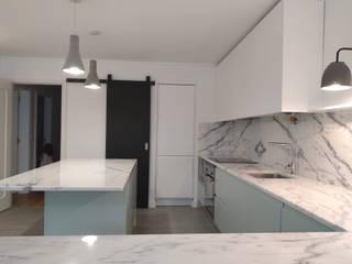 Apartamento Avenidas Novas: Cozinhas  por CF Arquitectura e Design