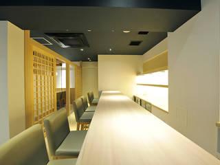 芋つる 西新橋店: 株式会社ウエムラデザインが手掛けたレストランです。