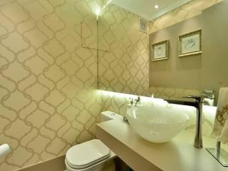 Motta Viegas arquitetura + design Modern bathroom MDF Beige