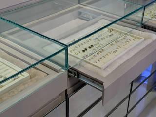 modern  by Motta Viegas arquitetura + design, Modern MDF