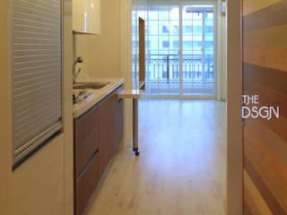Couloir et hall d'entrée de style  par 더디자인 the dsgn, Moderne