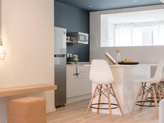 Apartamento T2 - Azul escuro Hotéis modernos por IN PACTO Moderno
